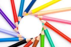 Beaucoup de crayons formant un cercle Photos libres de droits