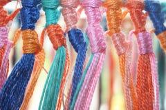 Beaucoup de différentes couleurs de fil de fils de coton Photographie stock