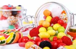 Beaucoup de différentes sucreries colorées et de chewing-gum Photo stock
