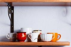 Beaucoup de différentes tasses Photo libre de droits