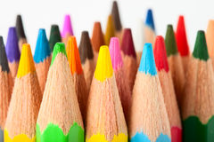 Beaucoup de différents crayons colorés Image stock