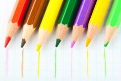Beaucoup de différents crayons colorés Photographie stock