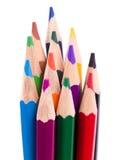 Beaucoup de différents crayons colorés sur le blanc Images libres de droits