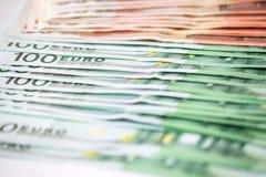 Beaucoup de différents euro billets de banque en gros plan Photographie stock