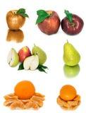 Beaucoup de fruit mûr et juteux sur un fond blanc Pommes et poires et mandarine ensemble image stock