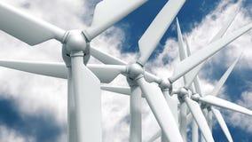 Beaucoup de générateurs d'énergie éolienne sur le fond de ciel Images libres de droits