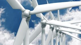 Beaucoup de générateurs d'énergie éolienne sur le fond de ciel Images stock