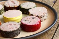 Beaucoup de genres de pâtés ronds de plat rustique détail Photos libres de droits