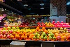 Beaucoup de genres de fruits se vendant dans Hong Kong Market - le Yat Tung photo libre de droits