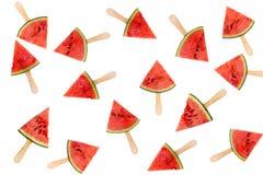 Beaucoup de glaces à l'eau de tranche de pastèque d'isolement sur le concept blanc et frais de fruit d'été Images libres de droits