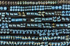 Beaucoup de goupilles d'Argentin sur le conseil noir Photos stock