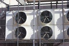 Beaucoup de grands airconditions Photos stock