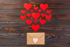 Beaucoup de lettres avec amour Confession de vacances du ` s d'amant ou concept de proposition Lettre d'amour de Valentine Day Photos stock