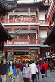 Beaucoup de magasins et de boutiques dans la vieille ville de Nanshi à Changhaï, Chine Photographie stock