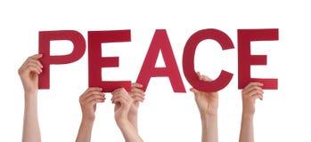 Beaucoup de mains de personnes tenant la paix droite rouge de Word Photos libres de droits