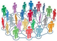 Beaucoup de medias de social de réseau d'entretien de groupe de gens Image stock