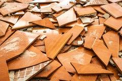 Beaucoup de morceaux de tuiles ont été démantelés ensemble photographie stock libre de droits