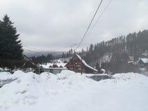Beaucoup de neige dans Szczyrk, Pologne photographie stock libre de droits