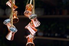 Beaucoup de nouveaux pots brillants de café turc Images libres de droits