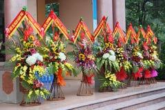 Beaucoup de paniers de fleur ont été envoyés pour féliciter l'anniversaire - Nghe, Vietnam en 2015 photographie stock libre de droits