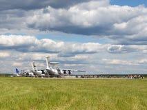 Beaucoup de personnes à l'aérodrome Kubinka Photographie stock