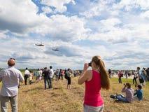 Beaucoup de personnes à un airshow Images libres de droits