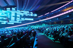 Beaucoup de personnes écoutent concert d'anniversaire d'Edita Piecha Photo stock