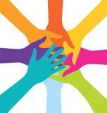 Beaucoup de personnes de travail d'équipe joignent la main colorée Photos stock