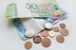 Beaucoup de pièces de monnaie d'argent et papier de fin du Belarus  Photographie stock