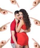 Beaucoup de points de mains sur les jeunes couples Photo stock