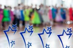 Beaucoup de récompenses de sports dans la ligne sur Kinezis mettent en forme de tasse 2016 à Minsk Photographie stock libre de droits