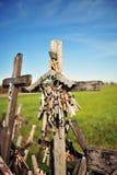 Beaucoup de rosaires à la côte des croix Photo stock