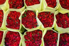 Beaucoup de roses rouges au marché de fleur de Bangkok, vue supérieure Images libres de droits