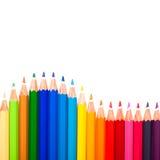 Beaucoup de stylos colorés et une vague Photos stock