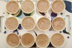 Beaucoup de tasses de thé chaud Image stock