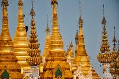 Beaucoup de temples dans la pagoda de Shwedagon, Yangon Image libre de droits