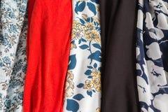 Beaucoup de textures colorées de tissu de tissu avec des modèles Images stock
