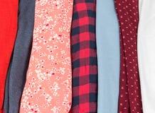Beaucoup de textures colorées de tissu de tissu avec des modèles Photographie stock libre de droits