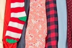 Beaucoup de textures colorées de tissu de tissu avec des modèles Photos stock