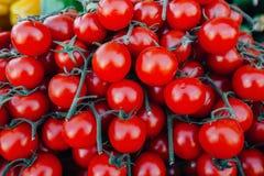 Beaucoup de tomates rouges - marché végétal Photo stock
