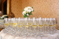 Beaucoup de verres avec le champagne Images libres de droits
