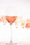 Beaucoup de verres de vin rosé à l'échantillon de vin Concept de vin rosé Photo stock