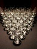 Beaucoup de verres faisant une triangle photos stock