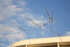 Beaucoup de vieilles antennes de la maison TV Images stock