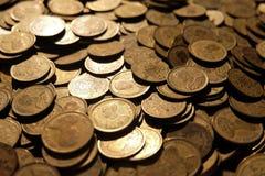 Beaucoup de vieilles pièces de monnaie à l'après-midi images libres de droits