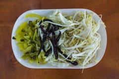 Beaucoup genre de légume dans un plat blanc Photos libres de droits