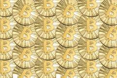 Beaucoup l'or brillant Bitcoin invente pour le fond ou la texture Photographie stock libre de droits