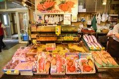 Beaucoup l'ensemble aimable de poissons et le crabe fixent en vente à MOR de Hakodate Photos libres de droits