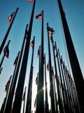 Beaucoup mât de drapeau thaïlandais sur le ciel bleu Images stock