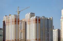 Beaucoup nouveau bâtiment de nouveau bâtiment construisant dans le processus Photos stock